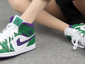"""Air Jordan 1 Mid """"Hulk""""  554724-300 Can you play basketball in This Shoes?"""